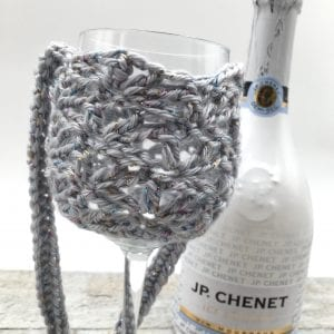 Vineyard Lanyard Free Crochet pattern. The perfect wine cozy that hangs around your neck! Great for parties, picnics, wine tastings and gifts!